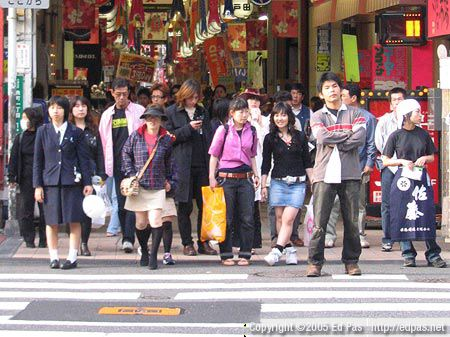 another crowd waiting to cross at one of the entrances to the Kokura shopping arcades