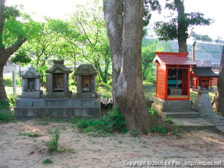 view of Sugawara Jinja grounds, with 5 small altars